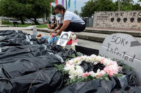 Symbolic corpses displayed to honor COVID-19 victims